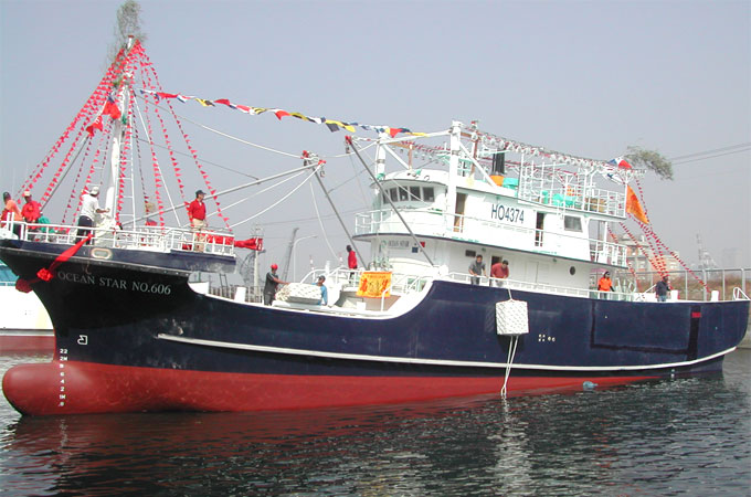 Deep sea frp fishing boat manufacturer shing sheng fa for Offshore fishing boat manufacturers