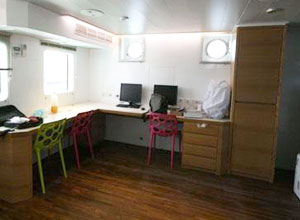 the bedroom of working boat Polaris